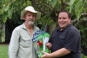 James from Dysons Wood Aviaries presenting fellow Member of The Pheasant & Waterfowl Society QLD with some complementary copies of Aviarylife for the next AGM. 03/2016